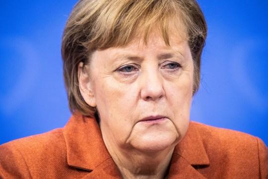 La chancelière allemande Angela Merkel lors d'une conférence de presse après une vidéoconférence avec les premiers ministres de l'État allemand sur l'augmentation des mesures anti-coronavirus à mettre en œuvre le 16 décembre prochain, à Berlin, Allemagne, le 13 décembre 2020.