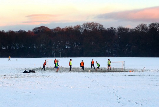 WIMSLOW, ENGLAND - DECEMBER 29: A football training session takes place on snow covered pitches on December 29, 2020 in Wimslow, England. (Photo by Alex Livesey - Danehouse/Getty Images)
