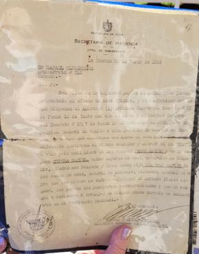 Yellowing copy of 1939 Cuban landing permit