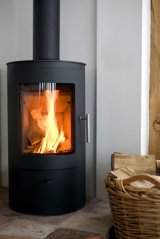 LOG BURNER - Modern Wood burning stove in modern interior