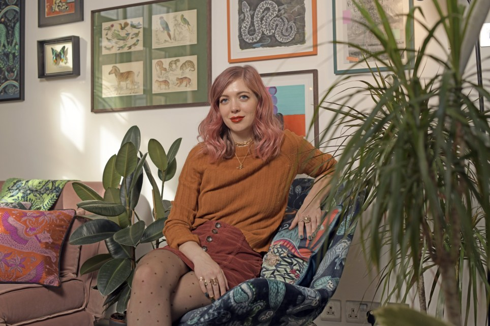 20/10/20. Metro Home : Emma J Shipley Artist / Illustrator Emma Jane Shipley photographed at her colourful home in Dalston, East London. Credit: Daniel Lynch 07941 594 556 www.lynchpix.co.uk