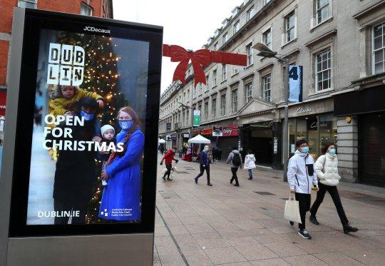 People on Henry Street in Dublin city centre in December