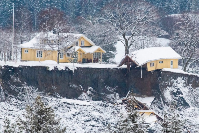 TOPSHOT - A damaged house is seen at a landslide area in Ask, Gjerdrum county, on January 1, 2021, a few days after a landslide. - More than 20 people were unaccounted for, ten injured and some 500 evacuated on December 30 after a nightime landslide in a small Norwegian town north of Oslo, police and local media said. Several houses were swept away in Gjerdrum, home to 5,000 people 25 kilometres northeast of the capital, in the early hours of December 30. (Photo by Terje Pedersen / NTB / AFP) / Norway OUT (Photo by TERJE PEDERSEN/NTB/AFP via Getty Images)