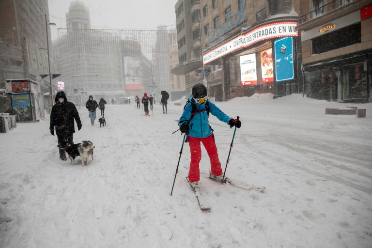 MADRID, SPAIN - JANUARY 09: A woman snow ski at Gran Via street during heavy snowfall on January 09, 2021 in Madrid, Spain. Spain is on red alert for a second day due to storm Filomena, which has brought unusually cold weather and heavy snowfalls. The storm has caused cancelled services and transport disruption. (Photo by Pablo Blazquez Dominguez/Getty Images)
