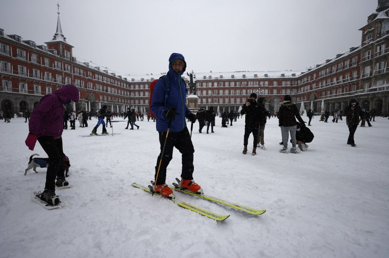 MADRID, SPAIN - JANUARY 09: People walk and ski on snow covered road at Plaza Mayor as they enjoy during heavy snowfall in Madrid, Spain on January 09, 2021. Spain is on red alert for a second day due to storm Filomena, which has brought unusually cold weather and heavy snowfalls. The storm has caused cancelled services and transport disruption. (Photo by Burak Akbulut/Anadolu Agency via Getty Images)
