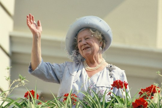 LONDON, UNITED KINGDOM - AUGUST 04: The Queen Mother waves to well-wishers during the celebration of her 90th birthday on August 4, 1990 in London, England. (Photo by Georges De Keerle/Getty Images)