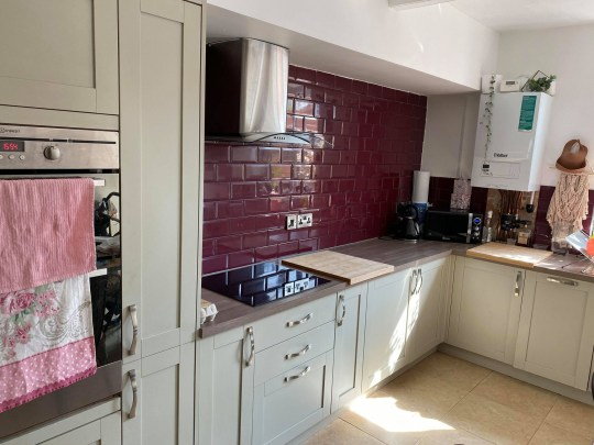 Woman saves thousands with stunning DIY kitchen makeover - the kitchen before