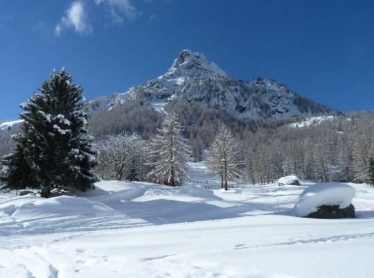 26 étudiants britanniques en `` année sabbatique '' mis en quarantaine dans une station de ski française