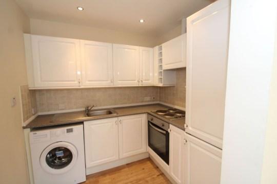 2 Bedroom Flat, Bonnybridge (Picture: Future Property Auctions) the kitchen