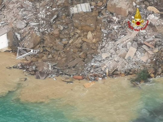 A portion of the cemetery of Camogli (Genoa) has collapsed into the sea