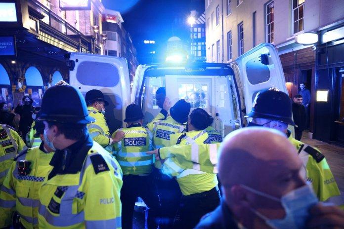 Police arrest man after argument in Soho