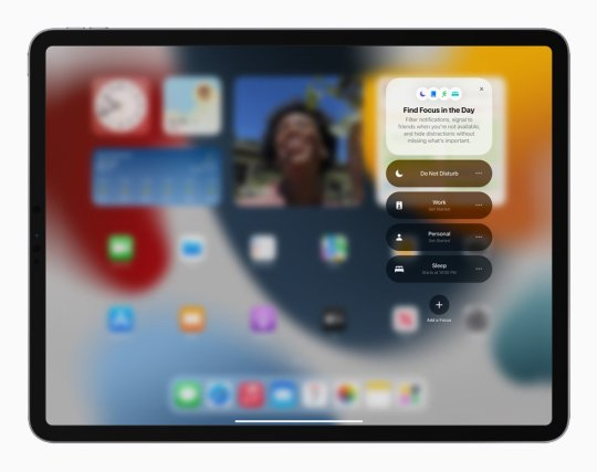 Image showing iPad using the latest Focus iOS 15 feature