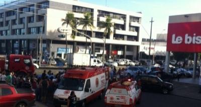 Atropelamento deixa uma pessoa ferida e trânsito congestionado na Av. Manoel Dias