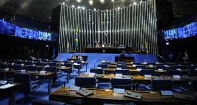 Após cinco horas, senadoras mantêm ocupação e sessão da reforma trabalhista segue suspensa