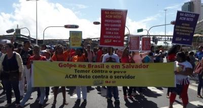 Em paralisação, professores municipais realizam mais um protesto em Salvador