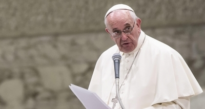 Papa sofre pequeno acidente e se machuca na Colômbia neste domingo