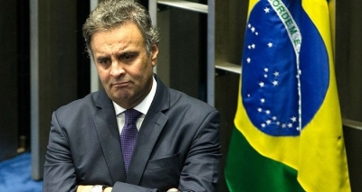 Senado decide devolver o mandato de Aécio Neves