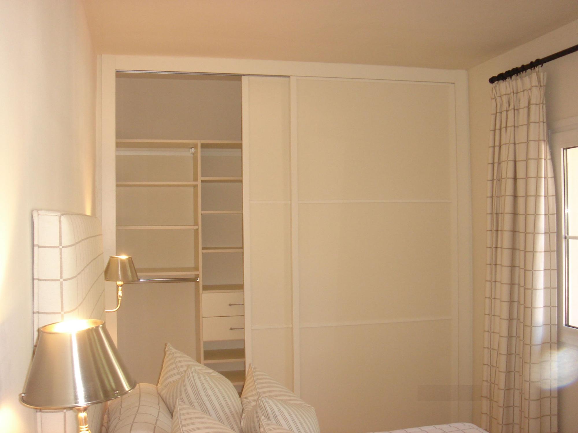 Frentes de armario a medida metrocloset - Guias puertas correderas armarios empotrados ...