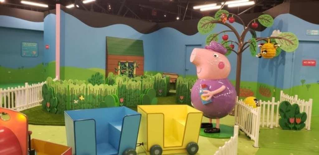 Peppa Pig World of Play Great Lakes Crossing Outlet - Sensory Garden