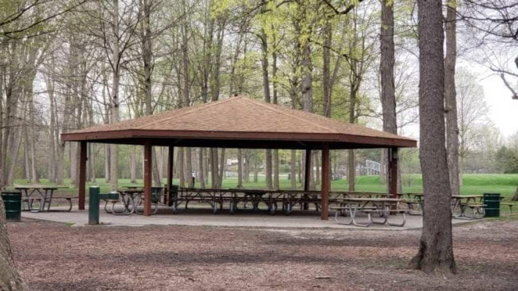 picnic tables and pavilion at Firefighters Park