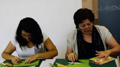 Photo of Mireya Badillo impartió taller de encuadernacion en el caslpc