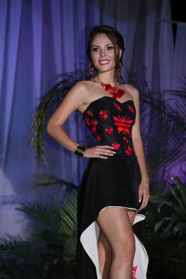 Alejandra Wallen Flores