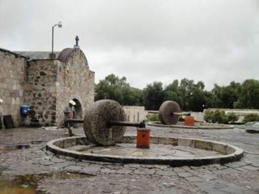 Tahonas de la fábrica de mezcal Santa Teresa (1)