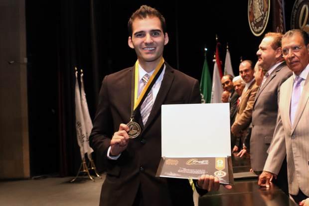 23Jun14 Alumnos UASLP Reciben Medalla Estudiantes Ejemplares 2