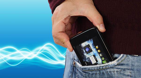 celular pantalón espermas