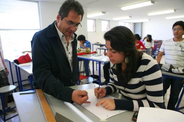 Alumnos y catedrático de Diseño Facultad del Hábitat UASLP