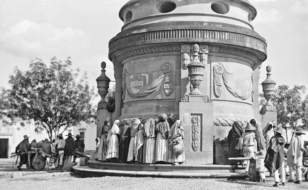 AGUADORES EN LA CAJA DEL AGUA 1880-1897