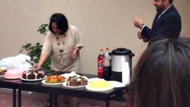 Photo of En horas de trabajo festeja su cumpleaños la Directora de Recursos Humanos del Gobierno estatal