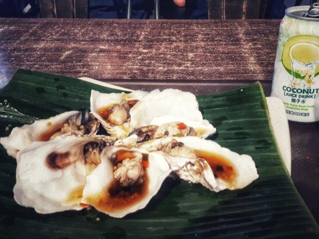 Gegrillte Austern mit Knoblauchsauce (Foto: Zenz)