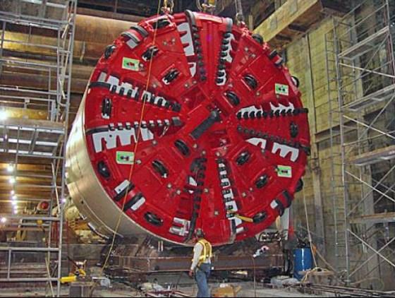 Earth pressure balance tunneling machine