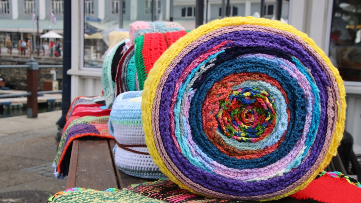67 Blankets for Nelson Mandela Day set their sights on breaking a 27km Scarf world record