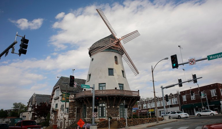 Consultants want some 'LOVE' in Bevo Mill makeover