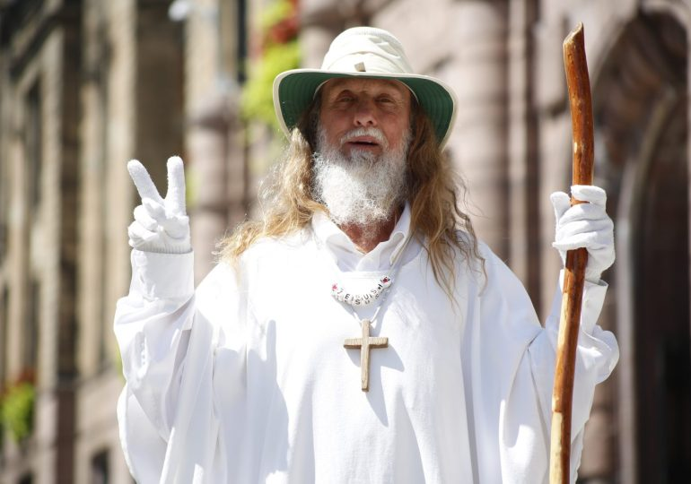 Street preacher is robed in 'righteousness' to spread word about Jesus