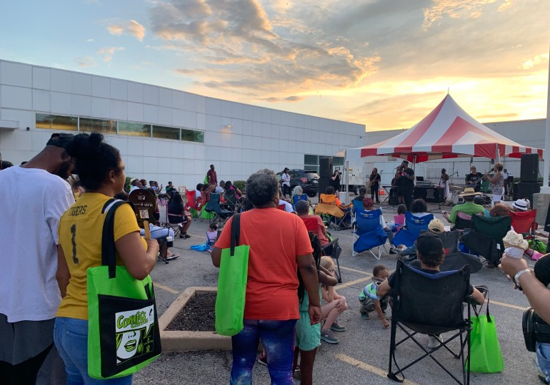 All Stringz Attached's funky music draws crowd to library