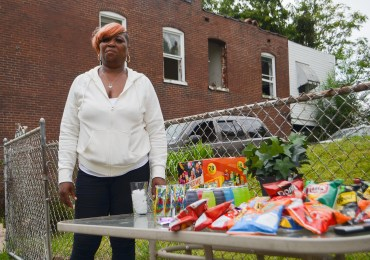 North St. Louis mother feeds neighborhood children snacks, hope