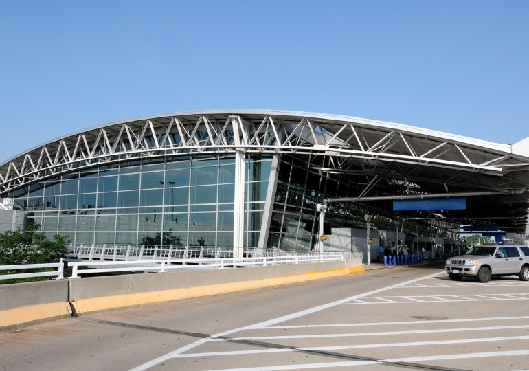 Spencer, transportation committee clash on tabling airport privatization vote bill