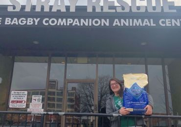 Pets' next meal is in the bag at Stray Rescue