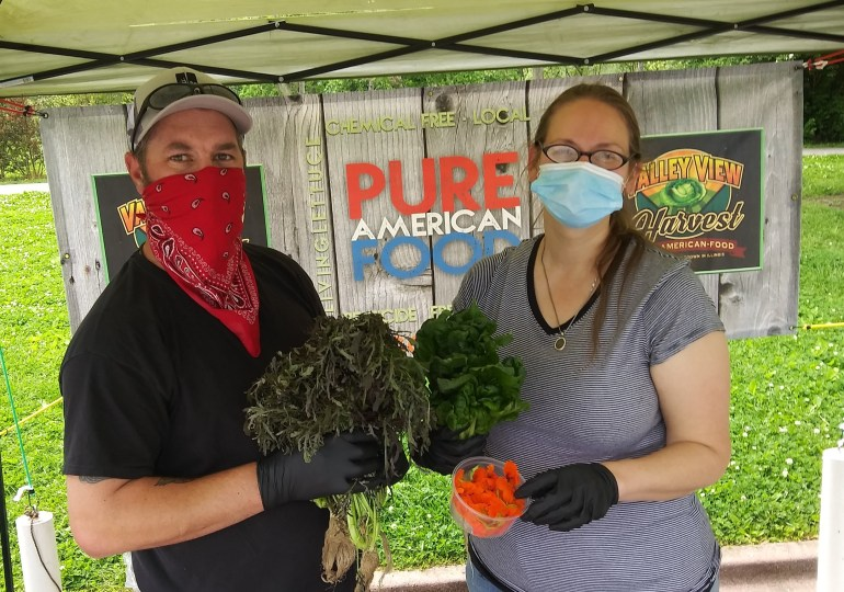 At farmers markets, healthy food comes with healthy practices