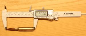 Patruunan pituus mitataan lopuksi työntömitalla