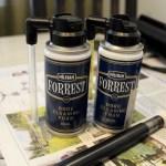 Kaksoset: uudenuutukainen ja pari vuotta käytssä ollut Forrest -puhdistusvaahtopurkki