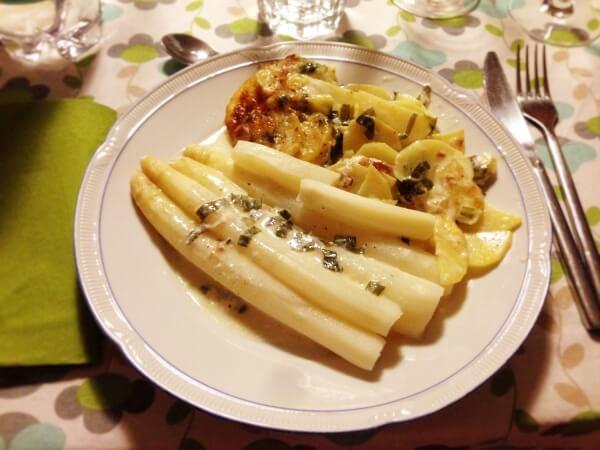 Spargel mit Bärlauch-Kartoffelgratin - da braucht es keine Sauce mehr...