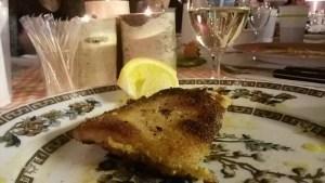 Paniertes Schweineschnitzel mit Zitrone