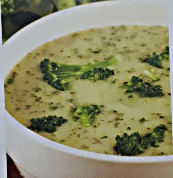 Sopa de Brócolis com Creme de Ricota