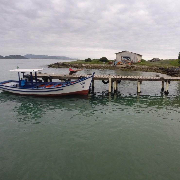 Praia da Armação | Barco para a Ilha do Campeche