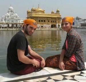 mari-tere-con-amigo-india