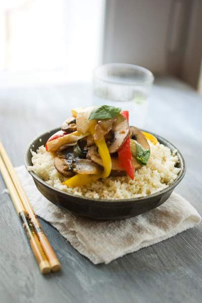 Peppered Cauliflower Topped with Vegetable Stir Fry Recipe by @SpicieFoodie | #MeatlessMonday #cauliflower #stirfry #vegetarian #vegan #mushrooms